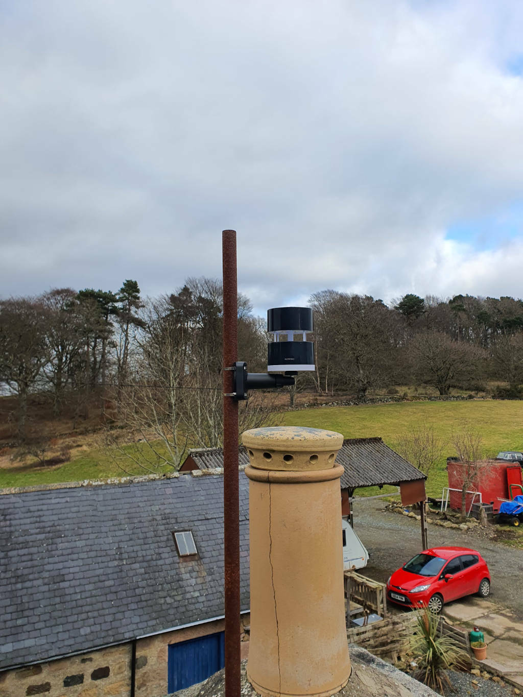 Photo of the Netatmo Anemometer mounted successfully